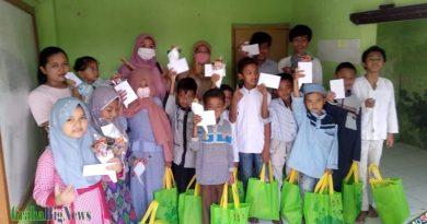 PGRI Garut Kota Dan Komunitasnya Tak Henti Berbagi, Anak Yatim Sekitar TK As-Sabiq Dapat Berkahnya