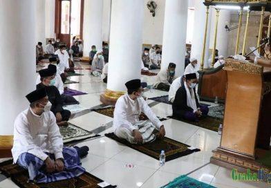 Bupati Sumedang Sholat Idul Fitri di Tengah Pandemi